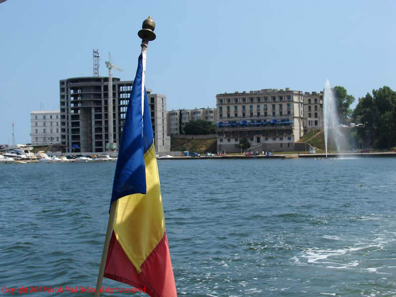 Portul turistic Tomis Constanta 2007 Vaivoda Vlad fotograf in Romania barca navigatie marea neagra vapor vaporas condor calatorie port agrement marinar capitan steag drapel tricolor
