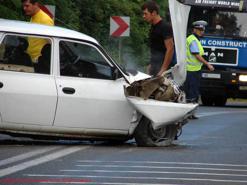 Vaivoda Vlad fotograf in Romania drum european national automobil masina Accident Dacia Break E81 DN7 2007